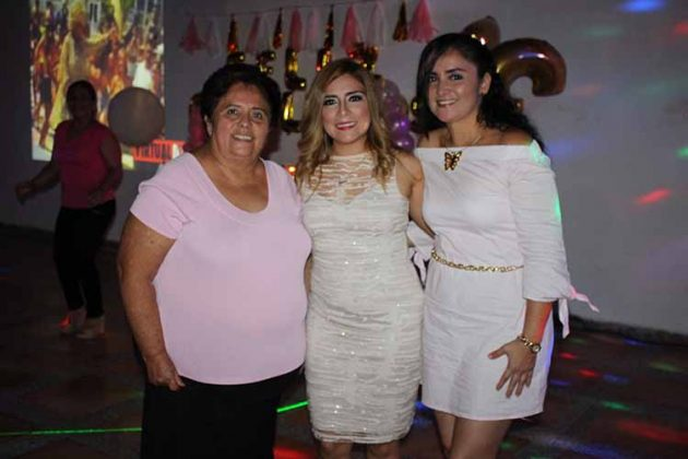 Leonor Rosales, Karen, Roxana Corzo.