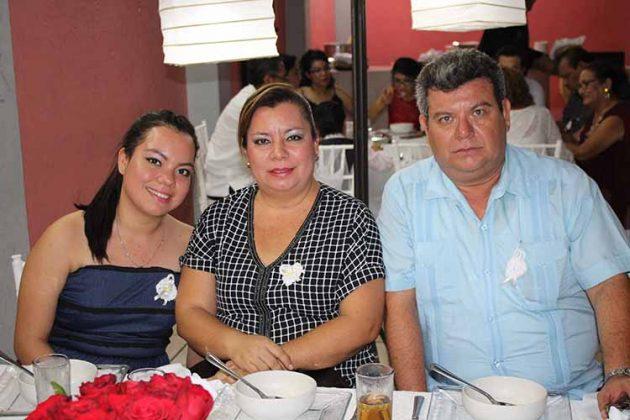 Grecia Canel, Lupita Ochoa, Jorge Canel.