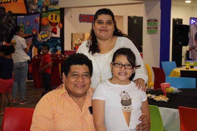 Ronay, Rosario, Leilani González.
