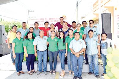 """El equipo de """"Aurelio Baldor"""" dirigidos por el ingeniero Carlos Chacón."""