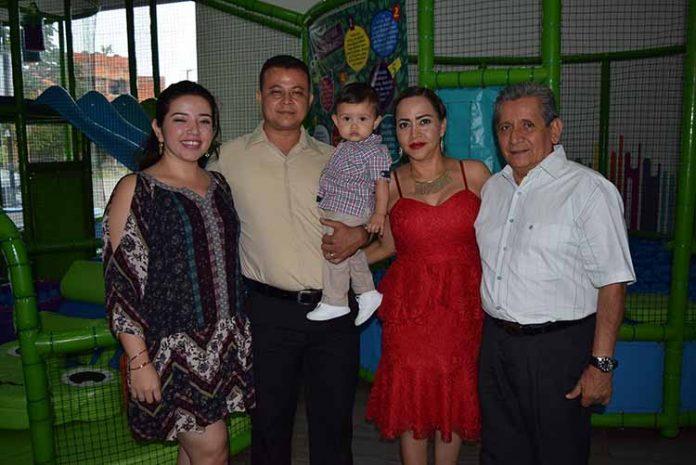 Karen Tamez, Carlos Fernández, Oliver, Nidia Guzmán, Constantino Robles.