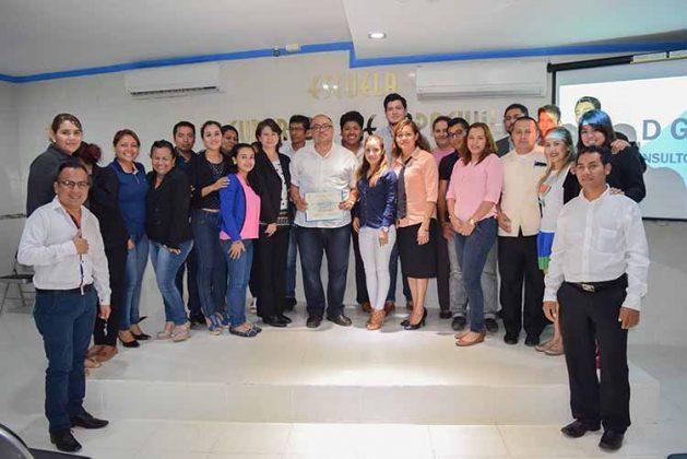 Los alumnos de la Maestría en Alta Dirección y Mercadotecnia.