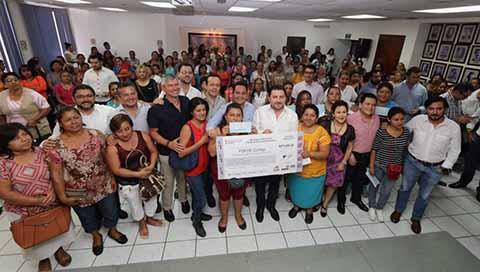 Ayuntamiento de Tuxtla Gutiérrez Entrega Créditos a Mujeres Microempresarias