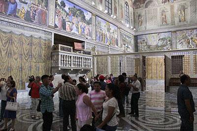Gran Afluencia de Visitantes en Réplica de la Capilla Sixtina