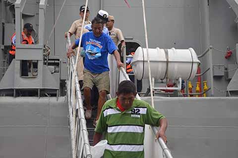 Armada de México Rescata dos Náufragos en Puerto Madero
