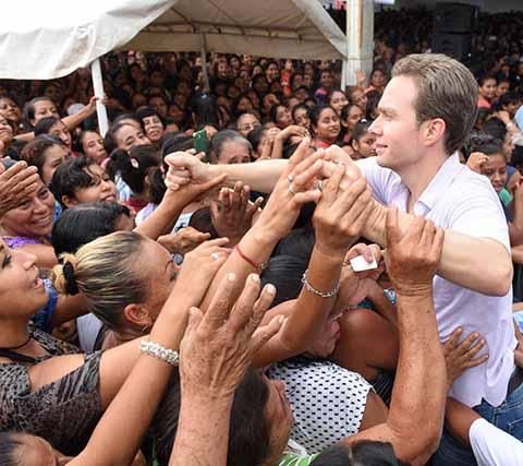 El ejecutivo estatal se reunió con miles de mujeres en los municipios de Huixtla, Tonalá, Escuintla, Acapetahua, Acacoyagua y Villa Comaltitlán.