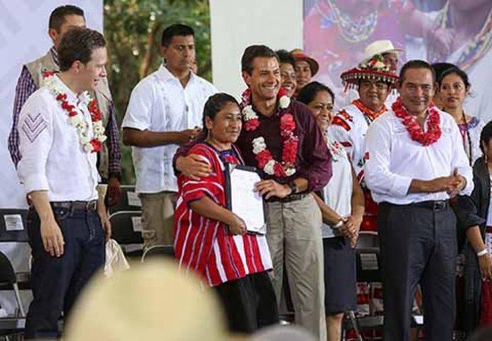 Desde el municipio de Chiapa de Corzo, Enrique Peña Nieto y Manuel Velasco conmemoran el Día Internacional de los Pueblos Indígenas, junto a representantes de los 68 pueblos indígenas del país.