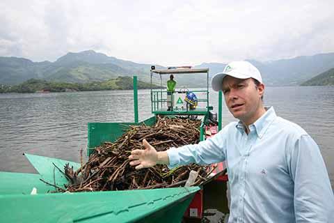 El mandatario estatal reiteró su llamado para mantener limpias las aguas del Río Grijalva; además indicó que en este año se pretende recolectar más de 5 mil m³ de residuos, de los cuales el 90% representa material orgánico y sólo 5% es PET.