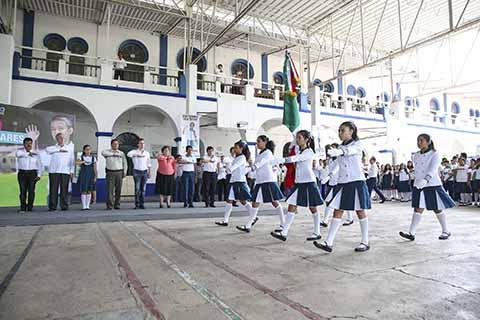 El Gobernador encabezó el inicio del Ciclo Escolar 2017-2018 e hizo entrega de uniformes, mochilas y útiles escolares de manera gratuita.