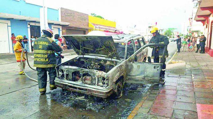 Camioneta se Incendia en Céntricas Calles de la Ciudad