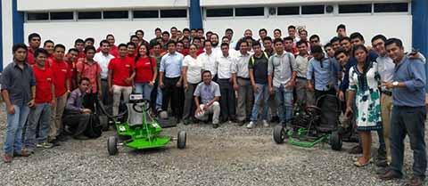 Demostración de Ingenio en Ingeniería en Sistemas Automotrices Organizado por UPTAP.