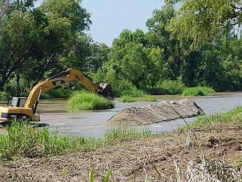Realizan Desazolve en el Río Huixtla
