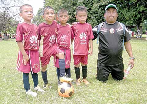 Escuela Futbol Tapachula y Gallos de Metapa Disputan Amistosos