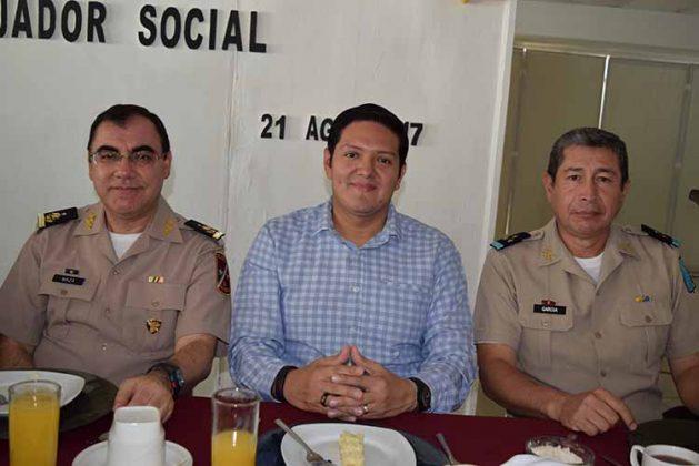 Gral. Carlos Maza; Dip. Enrique Zamora Morlet, Cor. Daniel García, Comandante de la 4to. R.C.M.