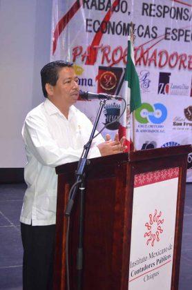 Ramón Ruiz Velázquez, presidente del Colegio de Contadores Públicos de Chiapas A.C inaugurando el evento.