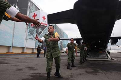 La Secretaría de la Defensa Nacional envió 3 aviones con despensas para los damnificados.