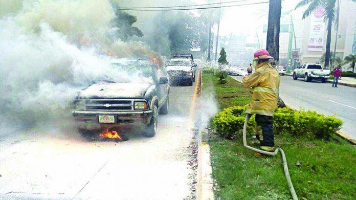 Se Incendia Camioneta Frente a la UNACH