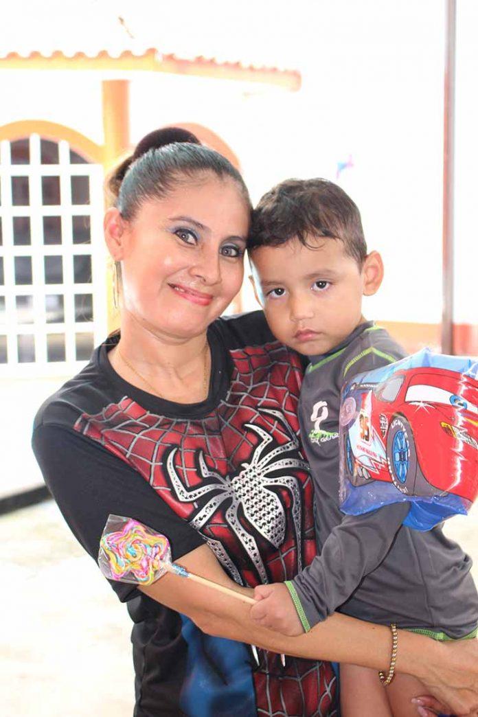 El pequeño Ángel fue consentido por sus padres Paco Pérez & Arely Landeta.