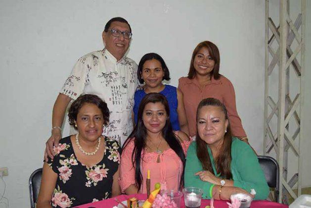 Nancy García, Adriana Díaz, Oralia Chiu, Rosalinda Trujillo, Viancy Cigarroa.