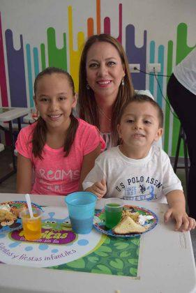 Andrea, Marisol Cajica, Jaime Del Toro.