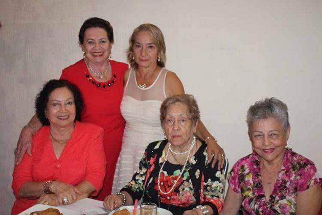Esthelita Cruz Vda. de Zamora, Carmelita Zebadua, Yolanda Esponda, Lupita Negrete, Toñeta de Sánchez.