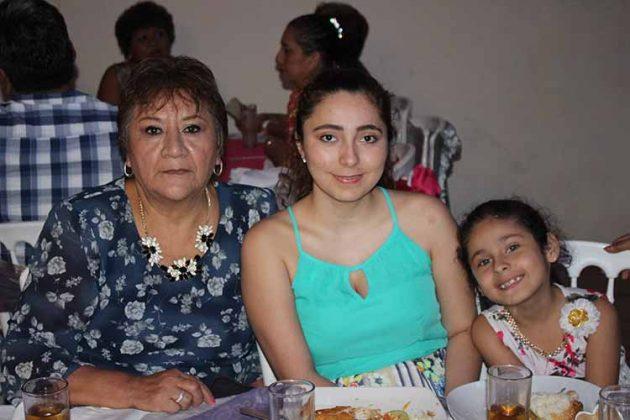 Esthela Martínez, Noemi, Mía Espinoza.