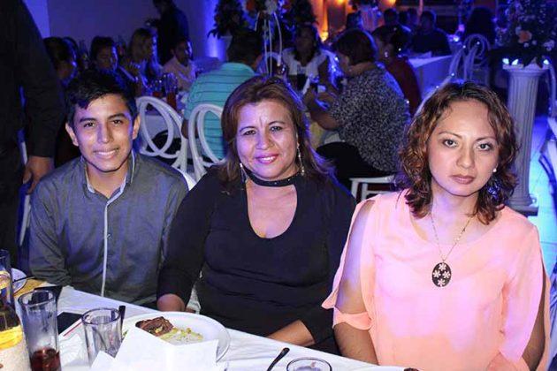 Jordahi Arteaga, Sayra Ramírez, Claudia Yong.