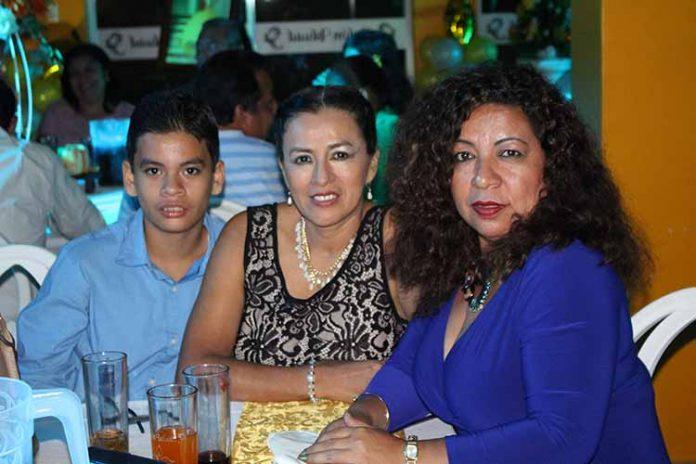 Emanuel, Griselda Calderón, Gabriela Mora.