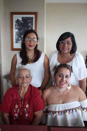 Rosario Martínez, Gaby Cordero, Daniela Maya, Paty Cordero.