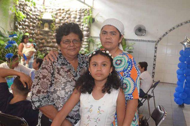 Dominga Morales, Leticia Mendoza, Wendy Hernández.