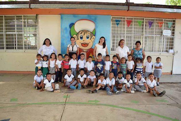 3ro. de Kinder con su maestra Mildred Hernández Molano.