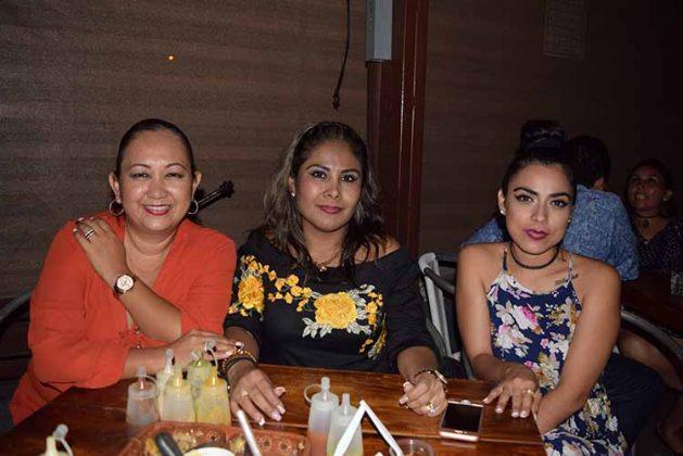 Elena Ruiz, Paty Espinosa, Denisse Aggeler.