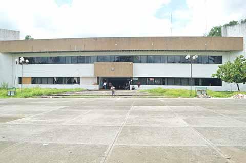 Sin Daños Edificio de la Unidad Administrativa