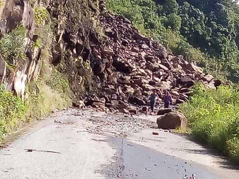 Derrumbes Incomunican Ejidos en la Zona Alta