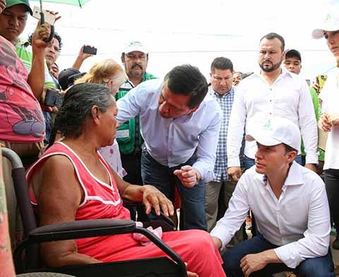 Constatan Velasco y Chong Entrega de Ayuda Humanitaria