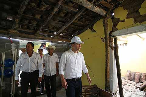 El gobernador Manuel Velasco; el secretario de SEDESOL Luis Enrique Miranda Nava y la coordinadora Nacional del Programa Prospera Paula Hernández Olmos, recorrieron los municipios de Cintalapa y Jiquipilas.