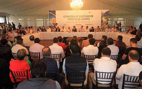 """El Mandatario Estatal y el Secretario de Turismo se reúnen con empresarios del rubro, para acordar impulsar la campaña """"Ayuda a Chiapas y Oaxaca, con tu visita"""", con la que se pretende impulsar el turismo para la recuperación económica de ambos estados."""