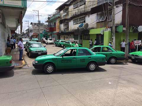 Taxistas Disputan Bases en el Centro de la Ciudad
