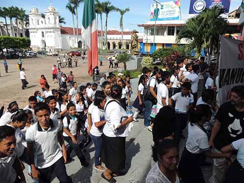 Protestan Estudiantes la Secundaria Soconusco Exigen Reconstrucción de Aulas Siniestradas