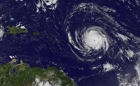 """""""Irma"""" se Convierte en Huracán Categoría 4 y se Dirige a Florida"""