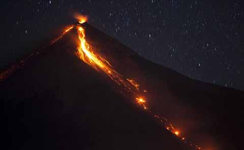 El Volcán de Fuego Hace Erupción en Guatemala