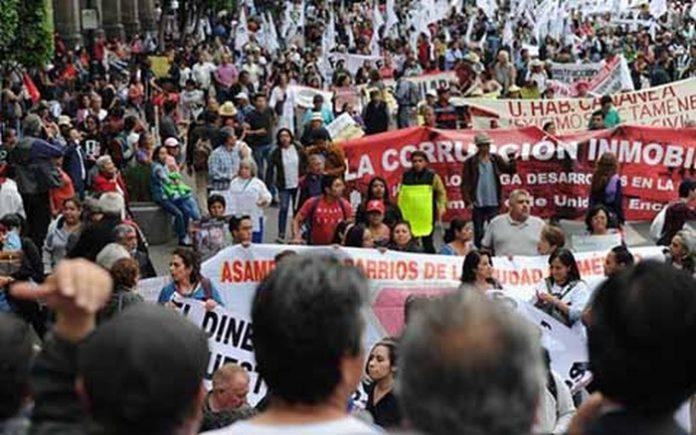 A un mes del terremoto que sacudió la ciudad de México, las familias que viven al aire libre al perder sus viviendas, exigieron al gobierno federal el cumplimiento de los ofrecimientos.