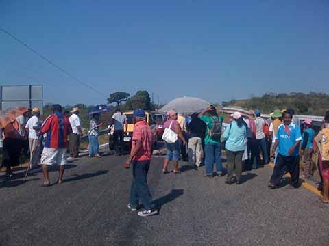 Pobladores de Tonalá Bloquearon la Carretera Costera por 19 Horas