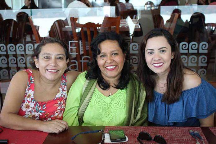 Jannette Carrión, Angélica Córdoba, Adilia Gómez.
