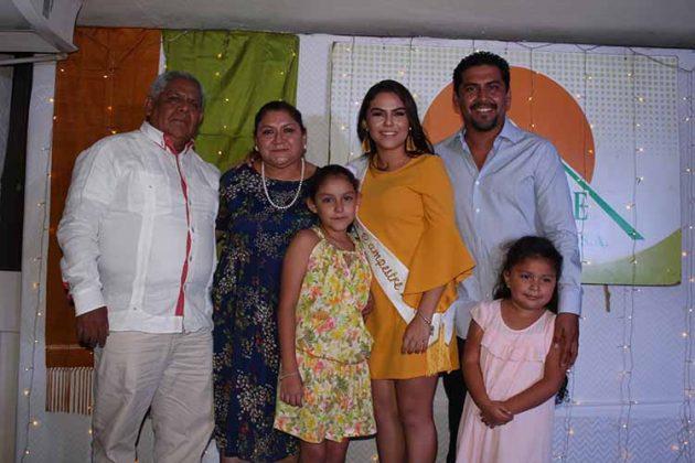 José Luis, María Antonieta de Cortés, María José, Camila, José Luis, Paulina Cortés.