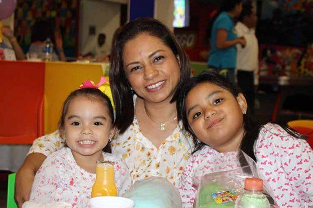 Stephanie, Michelle, Lupita Nagaya.