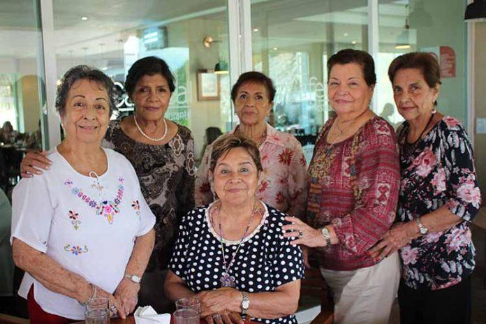 Tita de Esquinca, Tita de Pico, Deysi de Salazar, Toña de García, Alba Hernández, Violeta de Briones.