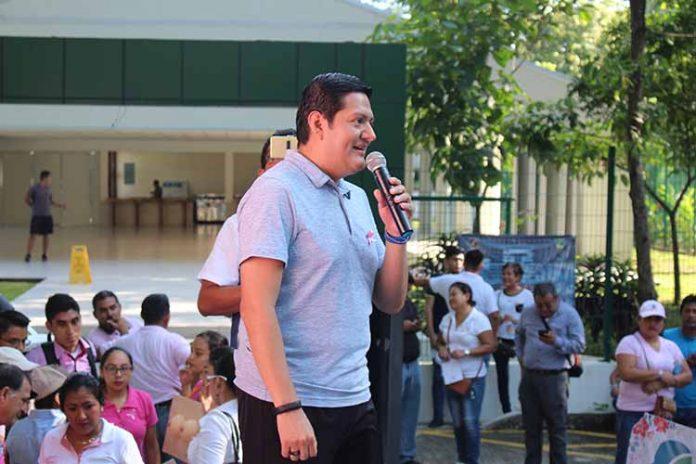 Enrique Zamora Morlet, Diputado Federal agradeció a los cientos de asistentes a la caminata anual en la lucha contra el cáncer.