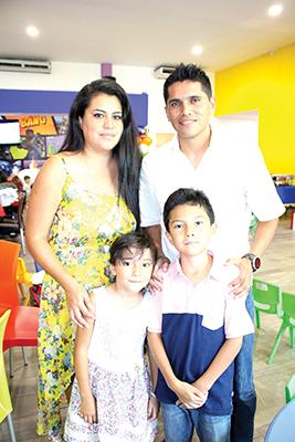Norma Hernández, Andrea, Emiliano, Hugo Rodríguez.