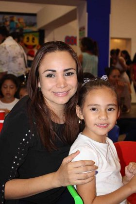 Denisse Aguilar, Scarlet Reyes.